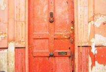 .:Architecture: Someone's knocking at the DOOR, someone's ringing the bell:. / Simply - doors