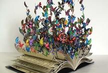 lecture(s) / autre board sur les livres : les livres et la lecture sont deux choses différentes... disons que l'un est le contenant et l'autre le contenu... j'aime les deux, mais j'aime aussi l'objet en lui-même : j'aime toutes ces façons de (re)donner vie à un livre trop vieux, déchiré, abîmé, usé, incomplet... parce que je déteste jeter ces pages imprimées au creux desquelles se nichent les rêveries et les sentiments de ceux qui les ont feuilletées avant nous... / by Isabelle de Beukelaer