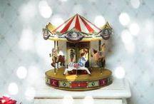 miniatures : freebies, DIY & inspirations / ces éléments peuvent être utilisés pour toutes vos créations telles que maisons de poupées, vitrines et autres décors miniatures, mais ils seront aussi parfaits comme embellissements pour vos cartes, pages de scrap, home déco... avec des idées et quelques DIY en supplément !