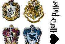 Harry Potter : freebies, DIY et inspirations... / Harry Potter a fait des adeptes dans le monde entier : des fans de tous âges, de toutes cultures, de toutes nationalités, de tous milieux sociaux... le petit sorcier de Poudlard a réussi à rallier des gens dont il est le seul point commun : rien que ça a quelque chose de magique !... pour prolonger la magie, des idées, des freebies, des créations : pour une fête, pour un jour, ou pour chaque jour, car il a inspiré beaucoup de monde et chacun a trouvé sa façon de créer autour du sujet...