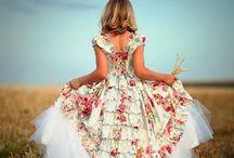 Dress i love / Vestiti come in un armadio immaginario.