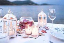 Tablescapes and Dinnerware / Le tavole e i loro arredi.