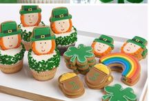 St. Patrick's Day Ideas / St. Patrick's Day is all about green and fun right? Green decorations, green cakes, green, green, green and one pint please :-)