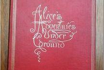 ALICE'S ADVENTURES UNDER GROUND / Imágenes de la reproducción facsímil realizada en Londres por MacMillan and Co. en 1886 del manuscrito original de Lewis Carroll, custodiado en la Biblioteca P. M. de La Orotava