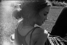 Girls  / Poveştile aşteaptă. O fată frumoasă e o închipuire ca fumul, de ale cărei tălpi, când umblă, s-ar atârna ţărna şi drumul. (Lucian Blaga)