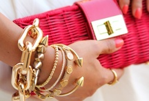 Női Kiegészítők (accessories) / Női divat kiegészítők: táskák, ékszerek, órák, cipők és mindent ami belefér!