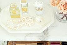 Organize The Bathroom / Organizing Tips for that small room in the house that tends to hold a lot of stuff and get a little cluttered.  Organize the bathroom.