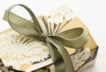 Wrap it up / Presents, boxes, bows, ribbons, wrapping, gifts, bags, gift tags