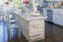 Eat here, drink here, be merry here / Kitchen and dining room design ideas