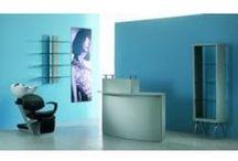 Friseursalon Einrichtung / Mit den Friseurmöbeln von #Friseurzubehör24 können Sie den Traum von Ihrem #Friseursalon Wirklichkeit werden lassen. In unserem Onlineshop finden Sie eine einzigartige Fülle unterschiedlicher Friseursalon Möbel. Welches Flair oder Ambiente Ihnen auch immer für Ihren Salon vorschwebt - klassisch, opulent, nüchtern oder moderner Designerstil - in unserem breiten Möbelsortiment werden Sie garantiert finden, was Sie dafür benötigen.