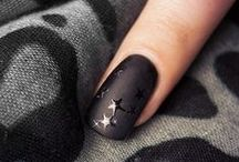 NAIL DESIGN / Perfekte Nägel und ein schönes Nageldesign. Alles über Nageldesign, Nagellack, Maniküre & Co.: Zu einem gepflegten Äußeren gehören die Fingernägel einfach dazu.