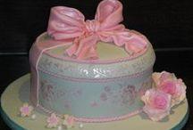 Amazing Cakes & Cupcakes / by Tanya Villanueva