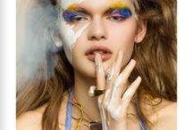 Eloïse Fiorentino / La jeune créatrice Eloïse Fiorentino a débuté aux côtes d'Hervé Van der Straeten, sans pourtant résister à l'envie de mettre en œuvre ses propres collections…  De la prestigieuse école de la rue du Louvre à ses premières armes chez ce grand designer, elle a gardé le goût du geste, et réalise tous ses bijoux à la main, dans son atelier.  http://www.linea-chic.fr/boutiques/eloise-fiorentino/les-bijoux