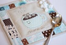 Mug Rugs, Coasters e Placemats / by Fabiana Nogarolli
