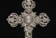 crosses, crucifix / Visit Fleur de Lis Quilts at www.fleurdelisquilts.blogspot.com #fleurdelisquilts, #marymarcottequilts