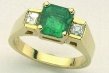 Emerald Rings / Natural emerald rings set in precious metals surrounded by white diamonds.