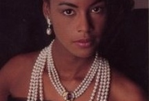 Cultured Pearl Jewelry / Cultured pearls from saltwater, Akoya Japanese pearls, freshwater pearls, lustrous white egg-size South Sea pearls, black, bronze, platinum and peacock Tahitian pearls - smooth to the touch, iridescent, lustrous, thick nacre - treasures from nature.