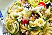 Zoodle Recipes & Spiralizer Recipes / Zoodles are zucchini noodles–a delicious was to make your meals a bit healthier. You'll need a spiralizer for these recipes, but it's worth the money you'll spend.