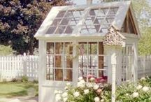 Gartenhaus aus alten Fenstern