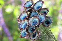 Jardin-totems-mobiles-garden-fleurs-flowers / objets en céramique pour le jardin ou a thème floraux