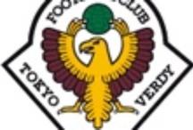 *Tokyo Verdy(東京ヴェルディ) / 東京ヴェルディに関するニュースやゲームの写真などを紹介していきます!1969年に創部された読売サッカークラブが前身となり、1991年にJリーグへ加盟した(オリジナル10のひとつ)。呼称のヴェルディは、ポルトガル語の「Verde」(緑の意味)からの造語である。エンブレムに描かれている鳥は始祖鳥。マスコットキャラクターはコンドルのヴェルディくん。