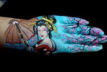handpainting / Using the hands as a canvas...