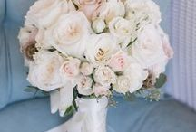 CLASSIC CHIC BRIDAL BOUQUETS ♡ / For the Anna Campbell bride who is all about classic elegance and timeless romance, we have found the best inspiration for beautifully chic white, pale pink and minimalist bridal bouquets. ♡