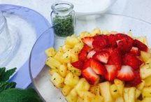 Fresh Mint or Spearmint Leaves / mint, spearmint, fresh herbs, gardening