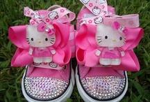 >^,,^< Hello Kitty >^,,^<
