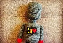 Robot and others Creatures of Lanisteria / Acá mis proyectos <3 en #crochet  Handmade crochet toys