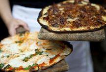 Italia | A Tavola! / La caratteristica principale della cucina Italiana è la sua estrema semplicità, con molti piatti composti da 4 fino ad 8 ingredienti. I cuochi Italiani fanno affidamento alla qualità degli ingredienti piuttosto che alla complessità di preparazione. I piatti e le ricette, spesso, sono stati creati dalle nonne più che dagli chef, ed è per questo che molte ricette sono adatte alla cucina casalinga.  #italia #italy #italie #food #italianfood #italiano