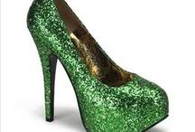 Emerald Green / Emerald Green auras possess natural healing abilities.  A rich dark green symbolizes abundance, wealth and prosperity.