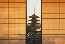 JAPAN_KYOTO 京都 2 / 月はおぼろに東山、かすむ夜毎のかがり火に 夢もいざよう紅桜、しのぶ思いをふりそでに 祇園恋しや、だらりの帯よ