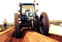Straddle tractors / by Agriaffaires
