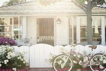 Favorite Houses / I love looking at beautiful houses! / by Sarah Chapmon