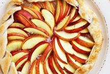 Desserts - Pies & Tarts / by Aubrey Ballinger