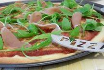 Pizzas / Et si on se régalait avec une délicieuses recette typiquement italienne : la pizza !! Découvrez toutes les saveurs et formes que l'on peut donner à ce met si populaire !