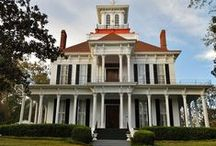 Southern Homes / Charming Southern homes with interesting stories to tell.
