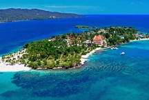 Samaná / In Samaná you will find the luxury of an all-inclusive package, with paradisiacal bays, natural landscapes, fun and relaxation guaranteed.