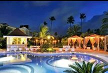 Punta Cana / Discover the luxury of an all-inclusive package of fantastic beaches, fun and relaxation guaranteed, and in the most beautiful natural surroundings you could possibly imagine.
