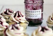 bake : cupcakes  / by erin laturner