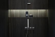 Bathroom / bathroom   badkamer   plek om te wassen en verzorgen   natte kamer   bad   douche   water   toilet   wastafel   spiegel   sanitair