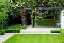 Outside / outside   buitenshuis   groen   moestuin   tuinhuis   kas   vogelhuis   buitenhaard