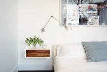 Bedroom / bedroom   slaapkamer   plek voor de nacht   slapen   relaxen   bed   nachtkastje   wekker