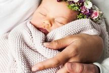 BABY PHOTO IDEAS - NEWBORN / Creative photo ideas to capture those beautiful newborn moments. Lots of ideas for photos with siblings and family too.
