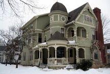 Beautiful Houses / by Jennie Chamberlain