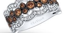 BEZEL, THE 2018 SETTING OF THE YEAR / 2018 marks the first year Le Vian is forecasting a setting of the year. The Bezel setting is a feature in some of Le Vian's most successful pieces. It can be featured sparingly as an accent in a design or as the center of attention. The Bezel is quickly becoming a trend that is redefining fine jewelry today and changing the look of the pieces for a more modern effect.