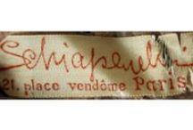 Robes d'antan / La mode, c'est ce qui se démode (Jean Cocteau). Is it really true? / by Mafalda