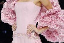 Rosa, rosa tan maravillosa... / by Isabel Lugo