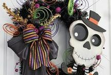 Wreaths - Halloween / #Halloween Holiday #Wreaths to decorate your doors, windows, office spaces